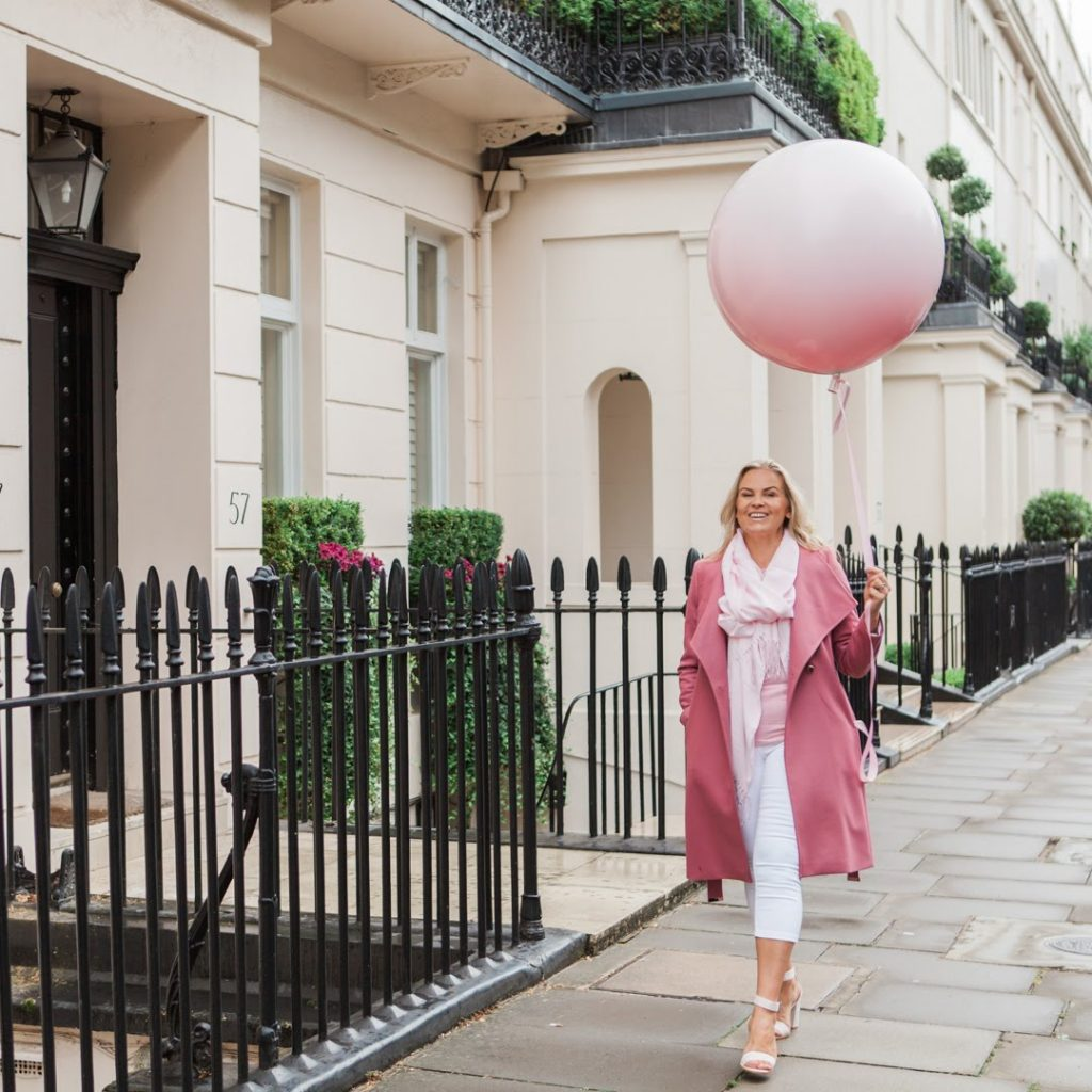 Brand photo of Aurelija Meakin of Balloonista for blog about her brand story for Jane Mucklow, Picture Your Brand.